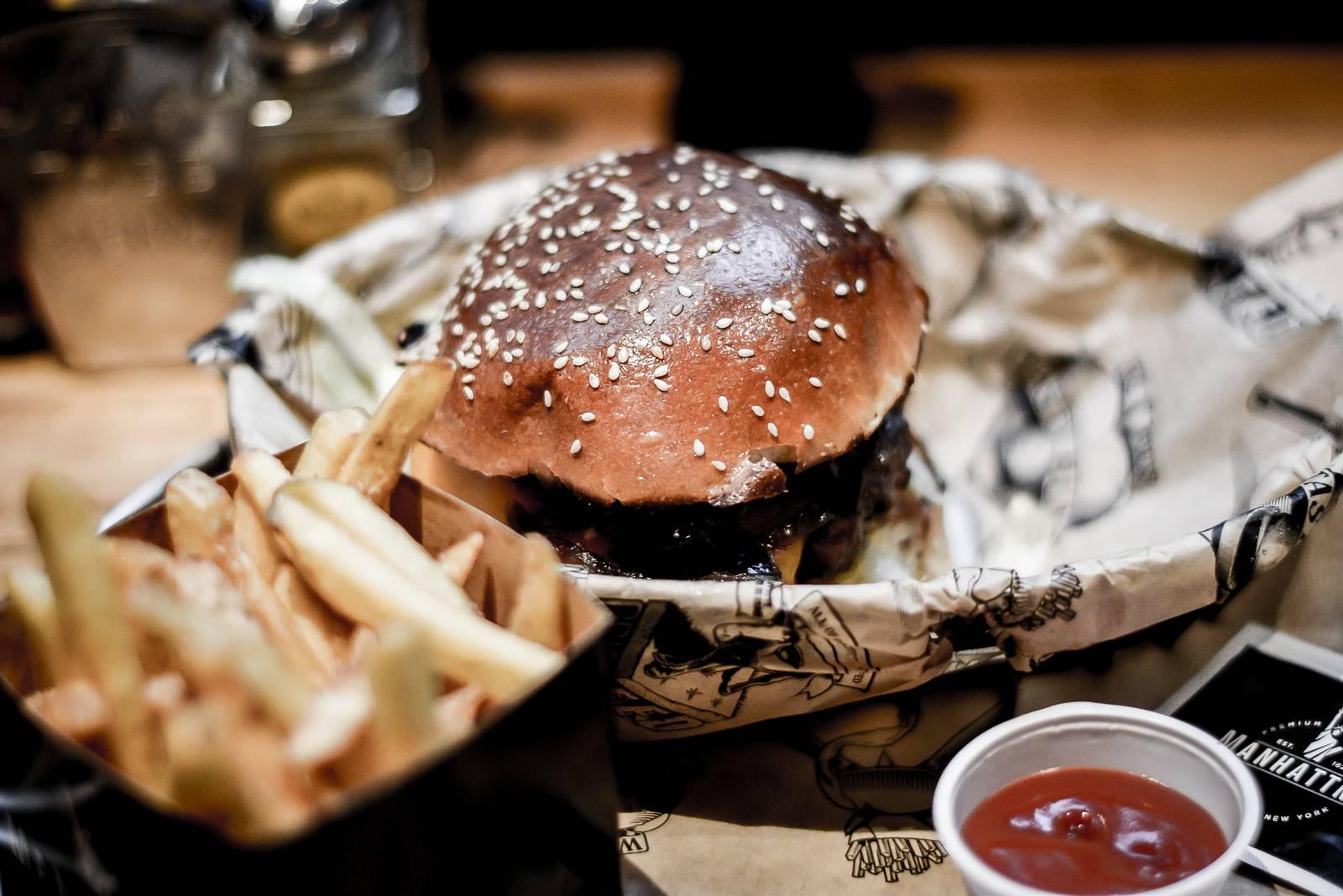 Manhattan's burger Avenue Louise