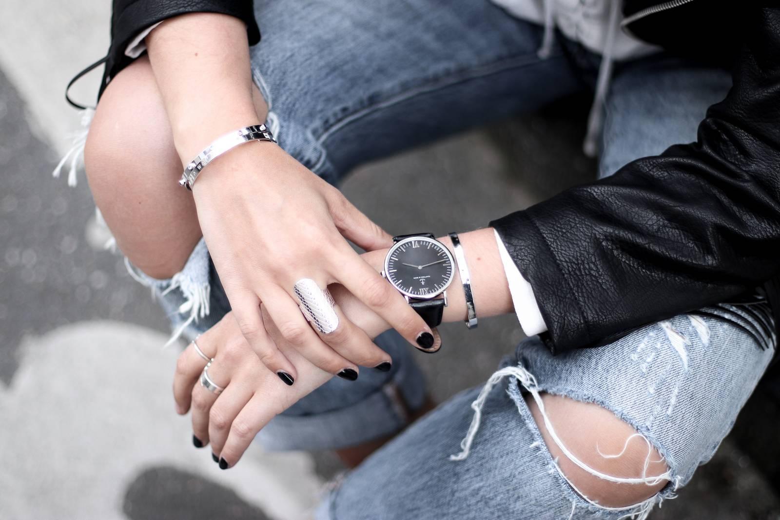 Jeans boyfriend, fringed leather jacket, balenciaga bag, senso shoes