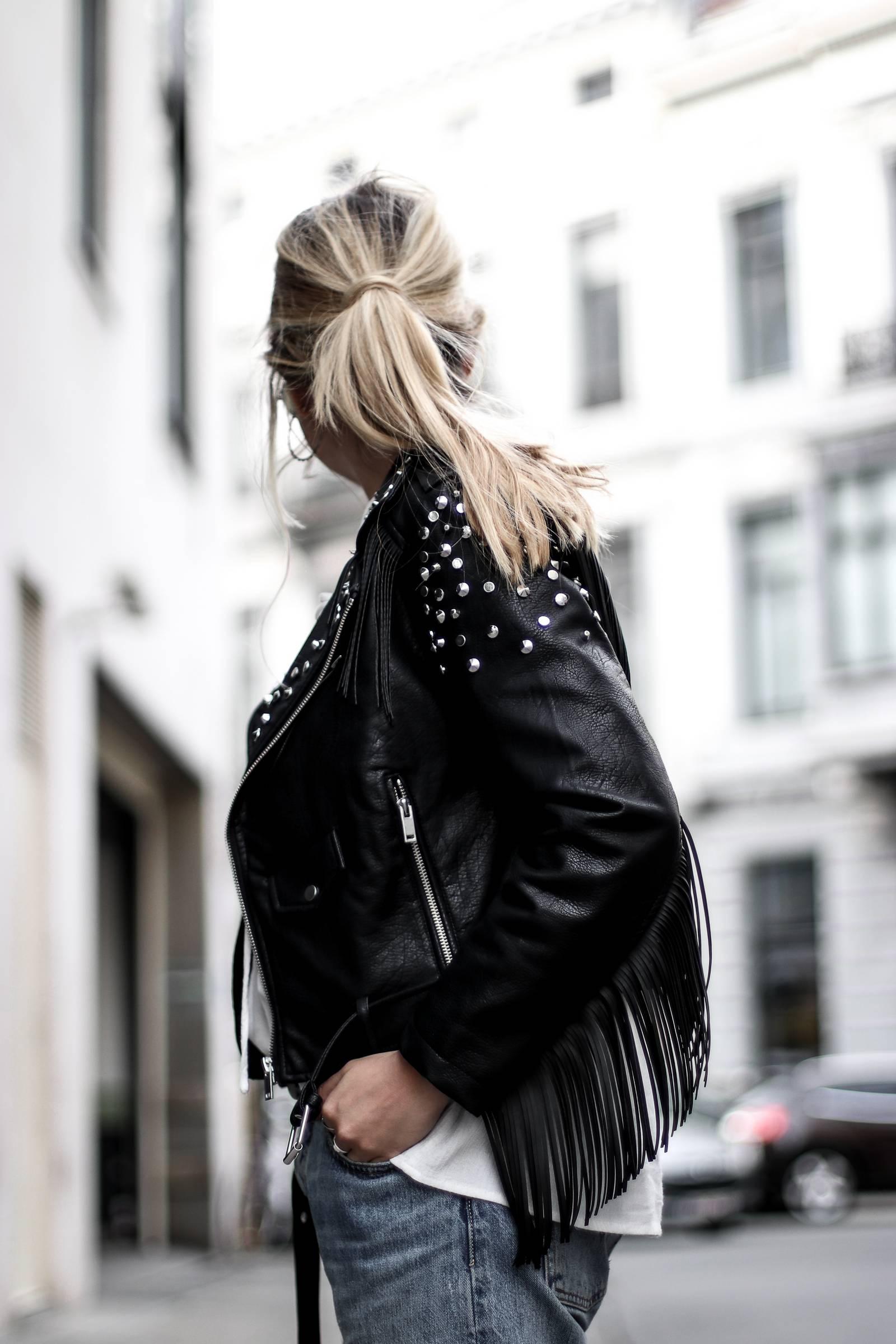 Casual Jeans boyfriend, fringed leather jacket, balenciaga bag, senso shoes