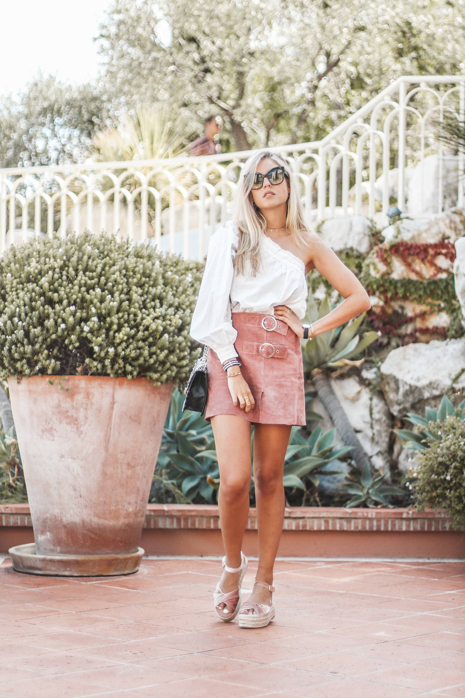 Suede pink skirt outfit