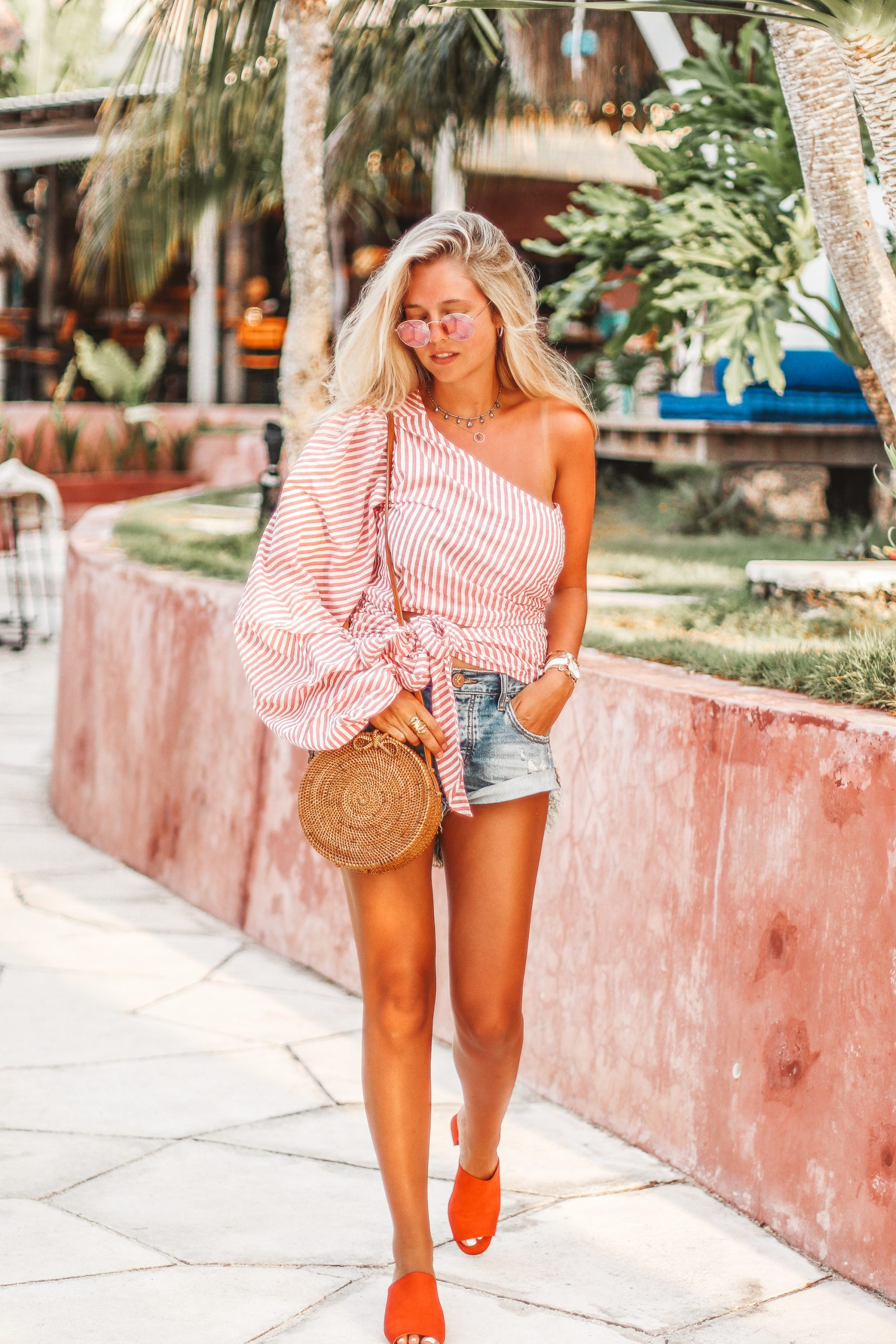 L'Académie asymetric top from Revolve clothing // One Teaspoon shorts // Summer outfit in Bali