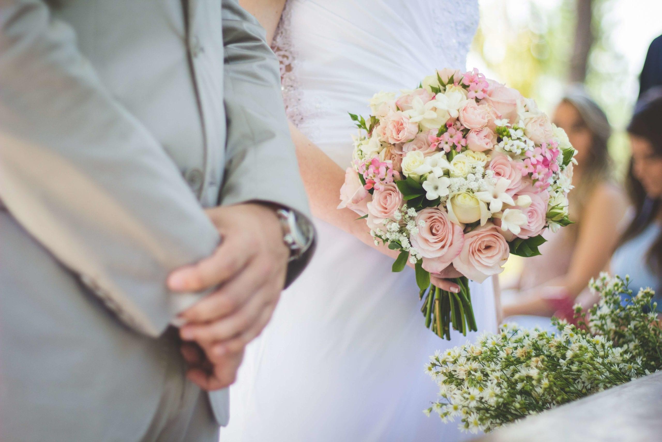Comment s'habiller pour assister à un mariage?