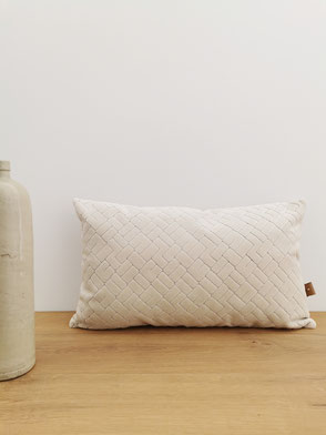 Coussin Astrid beige blanc en velour - Agnes & Therese