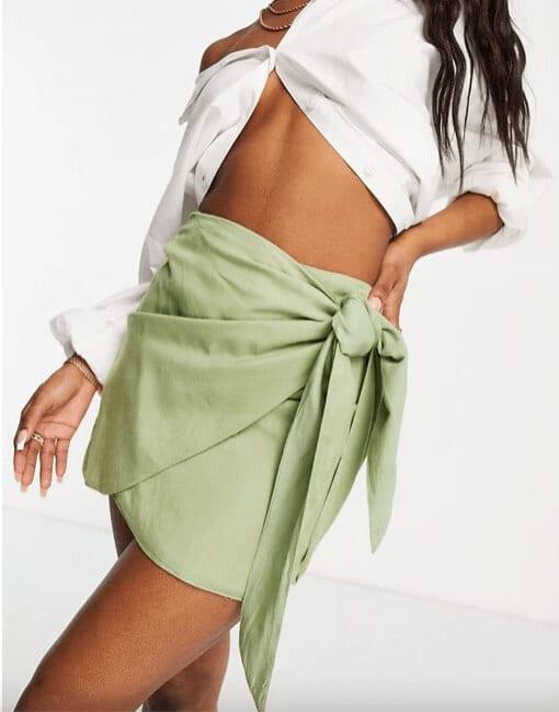 ASOS DESIGN - Mini-jupe portefeuille avec nœud - Kaki