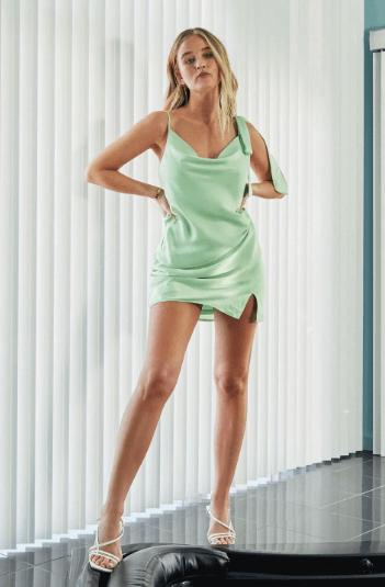 Robe en satin courte vert pistache Nastygal
