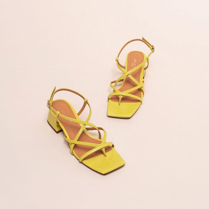 Sandales à fines brides croisées - cuir brillant jaune - Jonak